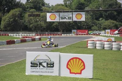 O piloto de Cuiabá, Bruno Heidgger, veio restigiar o evento