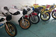 Primeiras motos nos boxes.